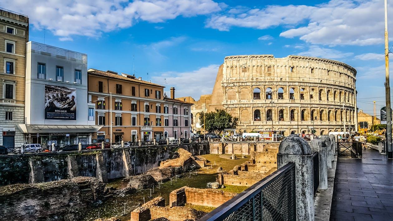 Kino Alyse in an American Expat in Rome.